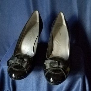 Tahari Black Patent Leather Pumps with bow